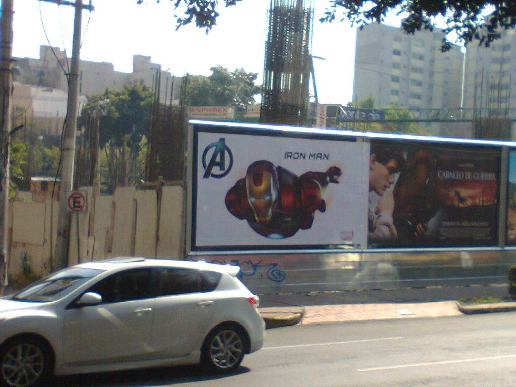 Foto0231 Incredible New Avengers Posters Spotted!