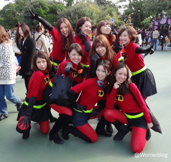 DSC00994 590x558 LE GEEK CEST CHIC: Top 10 Cosplay Tips   Straight From Tokyo Disneyland!