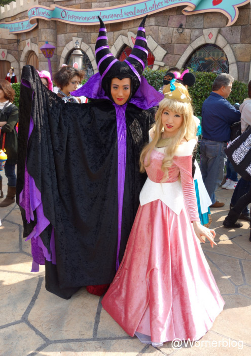 DSC01315 495x700 LE GEEK CEST CHIC: Top 10 Cosplay Tips   Straight From Tokyo Disneyland!