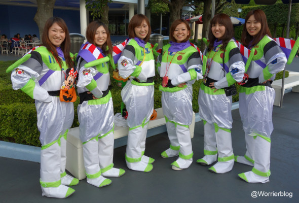 DSC01335 590x400 LE GEEK CEST CHIC: Top 10 Cosplay Tips   Straight From Tokyo Disneyland!