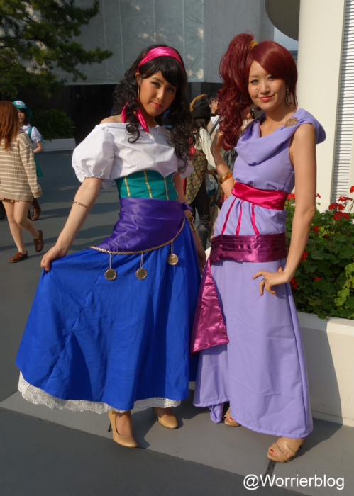 DSC01345 499x700 LE GEEK CEST CHIC: Top 10 Cosplay Tips   Straight From Tokyo Disneyland!