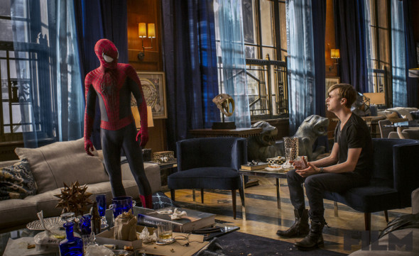 asm2harrysitting 173cd 590x361 THE AMAZING SPIDER MAN 2 Review   Clumsy, Preachy, But Awesome!