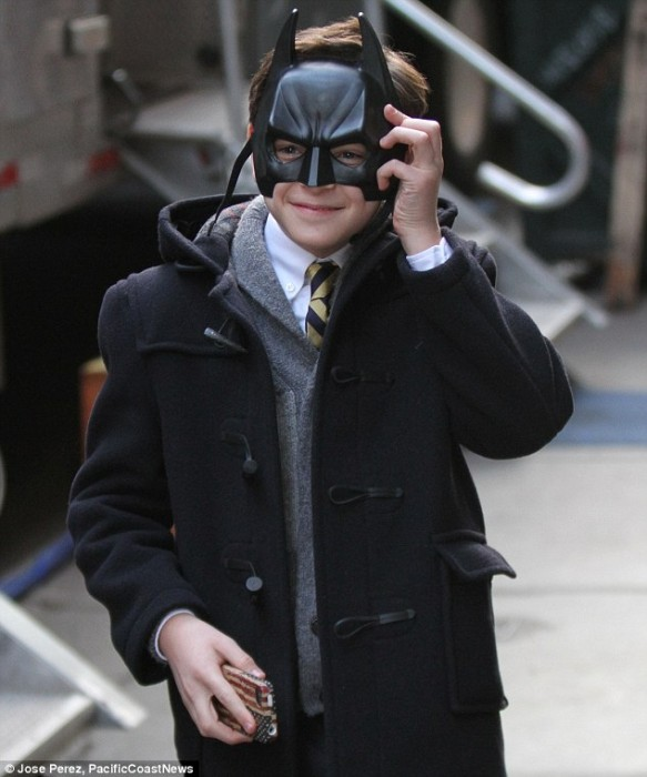 Bruce Wayne Gotham 583x700 Selina Kyle Channels Catwoman in Official GOTHAM Image