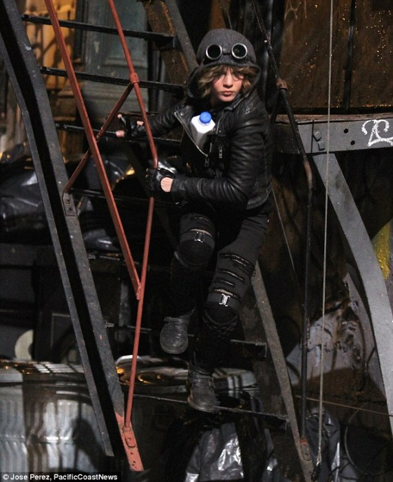 Selina Gotham 2 571x700 Selina Kyle Channels Catwoman in Official GOTHAM Image