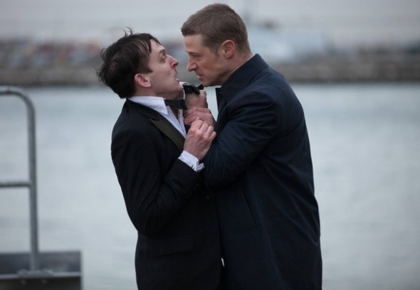 gotham pilot 2 gallery primary 590x408 New GOTHAM Images Highlight The Major Players