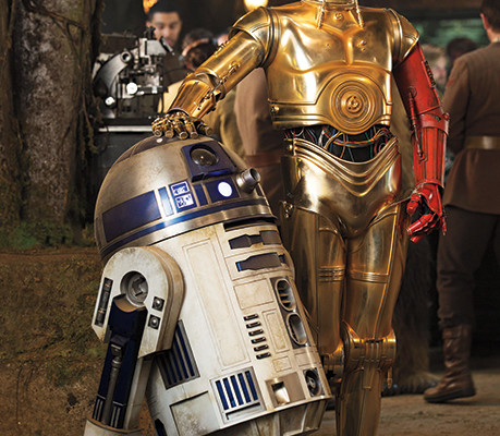 C-3PO Has a Red Arm in STAR WARS: THE FORCE AWAKENS
